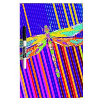 Regalos del espectro de Bainbow de la libélula por Tablero Blanco