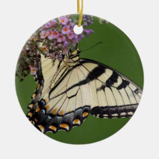 Regalos del este de la mariposa de Swallowtail del Adorno Navideño Redondo De Cerámica