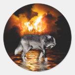 """Regalos del lobo gris del """"superviviente"""" etiquetas redondas"""
