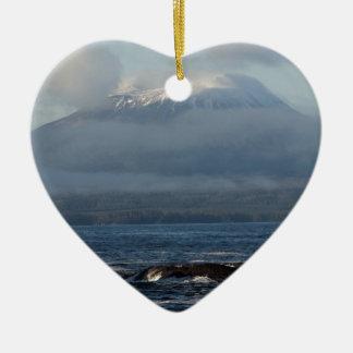 Regalos del recuerdo de Sitka Alaska Adorno Navideño De Cerámica En Forma De Corazón