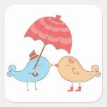 Regalos del romance de los pájaros del amor pegatinas cuadradas personalizadas