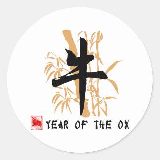 Regalos del símbolo del buey etiqueta redonda
