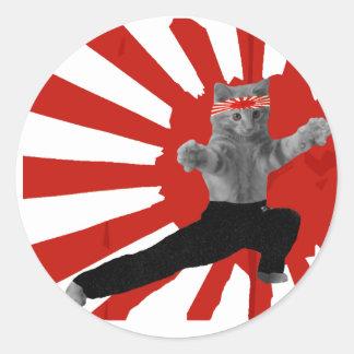 Regalos divertidos del gatito del karate pegatina redonda