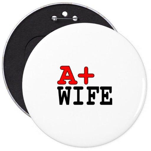Regalos divertidos para las esposas: A+ Esposa Pin