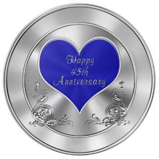 Regalos felices del aniversario de la mirada plato de cerámica