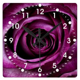 Regalos femeninos de los pétalos color de rosa púr reloj de pared