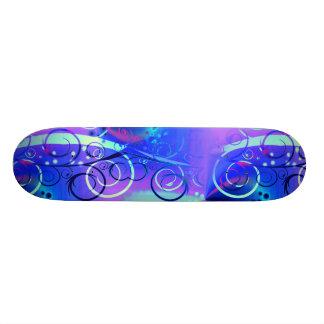 Regalos femeninos púrpuras azules del remolino flo skateboards