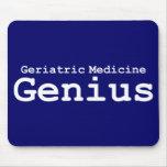 Regalos geriátricos del genio de la medicina alfombrilla de ratón