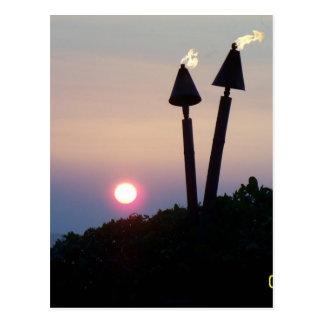 Regalos hawaianos de Luau de la puesta del sol Tarjeta Postal