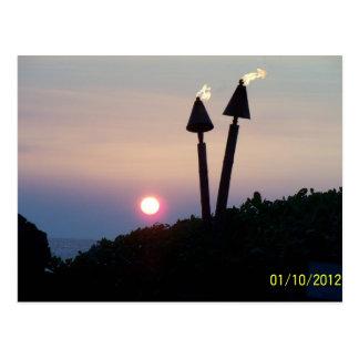 Regalos hawaianos de Luau de la puesta del sol Postal