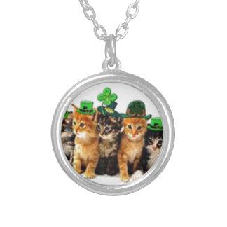 Regalos irlandeses de los gatos del arroz del St.  Colgante Redondo