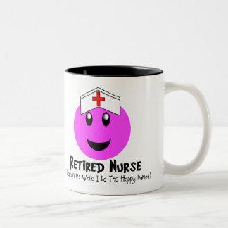 """Regalos jubilados """"smiley feliz de la enfermera de tazas de café"""
