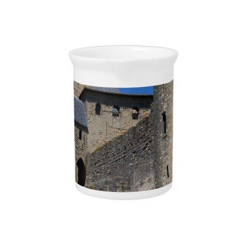 Regalos medievales del destino de los tiempos del  jarras de beber