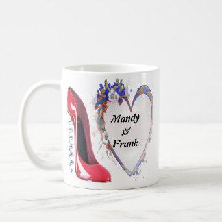 Regalos nombrados del zapato y del corazón del est tazas de café
