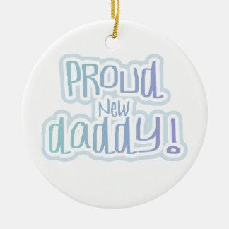 Regalos orgullosos del papá del texto azul nuevos adorno navideño redondo de cerámica