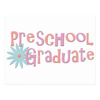 Regalos preescolares de la graduación del chica tarjeta postal