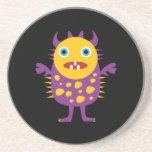 Regalos púrpuras amarillos de la criatura del mons posavaso para bebida