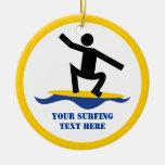 Regalos que practican surf, persona que practica ornamentos de reyes magos