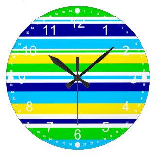 Regalos rayados del azul del amarillo de la cal de reloj