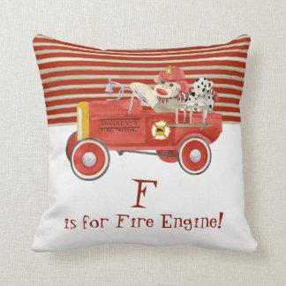 Regalos retros del bebé del coche de bomberos del  almohadas