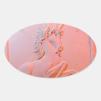 Regalos rosáceos tallados del unicornio por pegatina ovalada