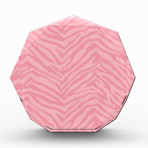 Regalos rosados bonitos de la raya de la cebra