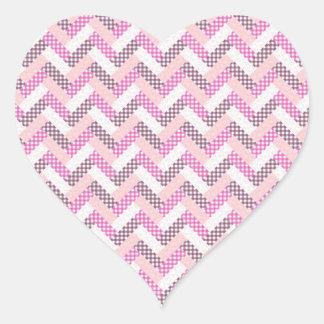 Regalos rosados del modelo del edredón del zigzag pegatina en forma de corazón