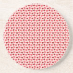 Regalos rosados y rojos del modelo de los corazone posavasos para bebidas