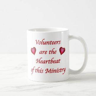 Regalos voluntarios baratos del corazón rojo, taza clásica
