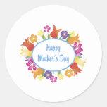 Regalos y camisetas florales felices de la pegatina redonda