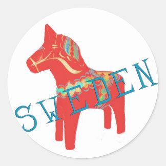 Regalos y saludos del caballo de Dala del sueco Etiquetas Redondas