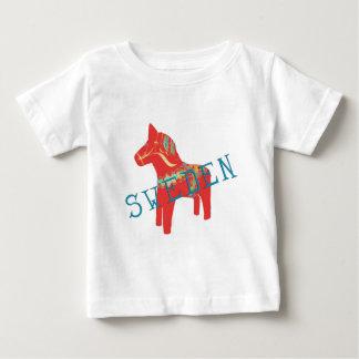 Regalos y saludos del caballo de Dala del sueco T Shirt