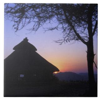 Región de África, Etiopía, río de Omo, puesta del  Azulejo Cuadrado Grande
