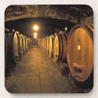 Región de Europa, Italia, Toscana. Sótanos de Chia Posavasos De Bebida