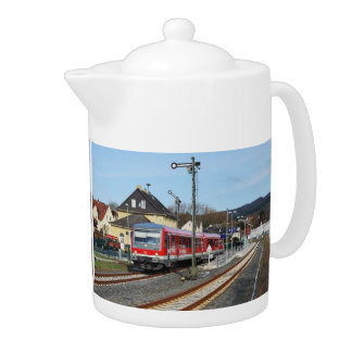 Regional course to Marburg in peace village Teapot