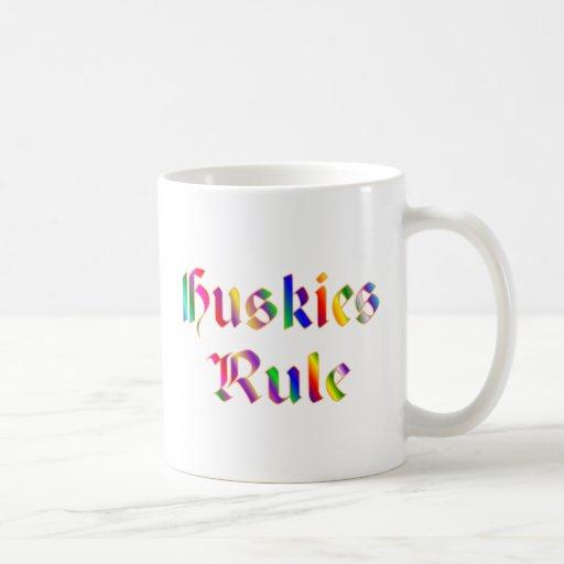Regla de los perros esquimales taza de café
