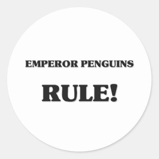 Regla de los pingüinos de emperador pegatina redonda