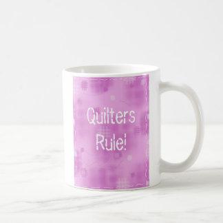 ¡Regla de Quilters! Taza