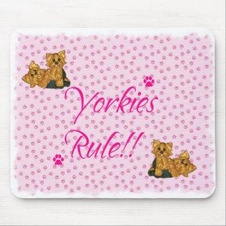 ¡Regla de Yorkies Cojín de ratón rosado de la im Tapetes De Ratones