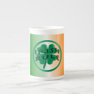 Regla irlandesa - colores y trébol de Irlanda Taza De Porcelana
