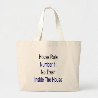 Regla número 1 de la casa ninguna basura dentro de bolsas de mano