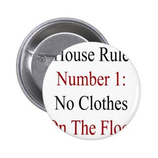 Regla número 1 de la casa ninguna ropa en el piso pin
