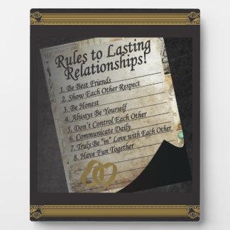 Reglas a las relaciones duraderas placas para mostrar