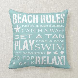Reglas de la playa por la aguamarina y el blanco s cojines