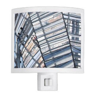 Reichstag reflejó la bóveda - Berlín Luz De Noche