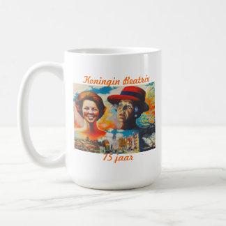 Reina Beatrix 75 años Tazas