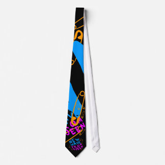 Reina de baile de fin de curso de la nueva ola del corbata
