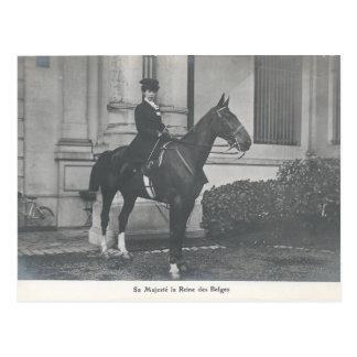 Reina de Bélgica en la silla para montar a Postal