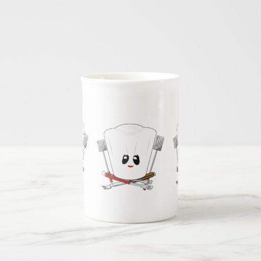 Reina de la parrilla - el gorra del cocinero y her taza de porcelana
