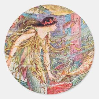 Reina de los pescados - libro de hadas anaranjado pegatina redonda